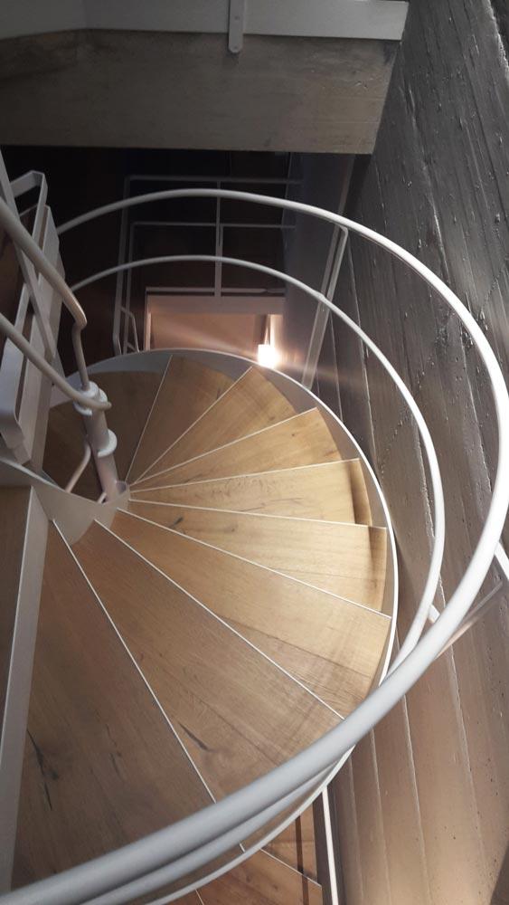 scala con gradini in legno