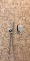 mosaico travertino per il rivestimento doccia